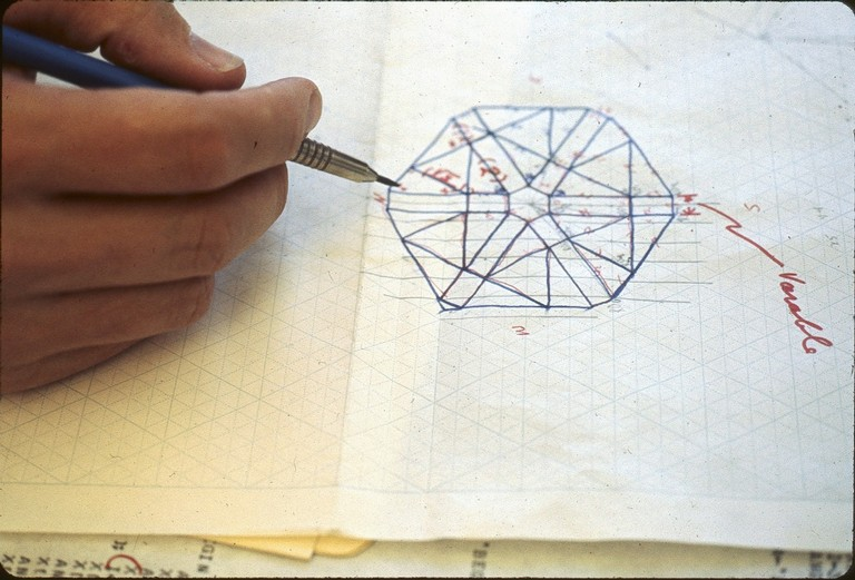 Drawing--Expand_Triangle Fold_02_1024.jpg
